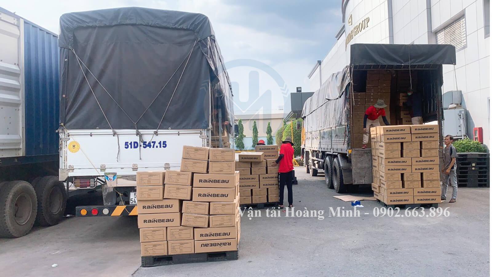 hình thực vận chuyển hạt nhựa bằng xe tải
