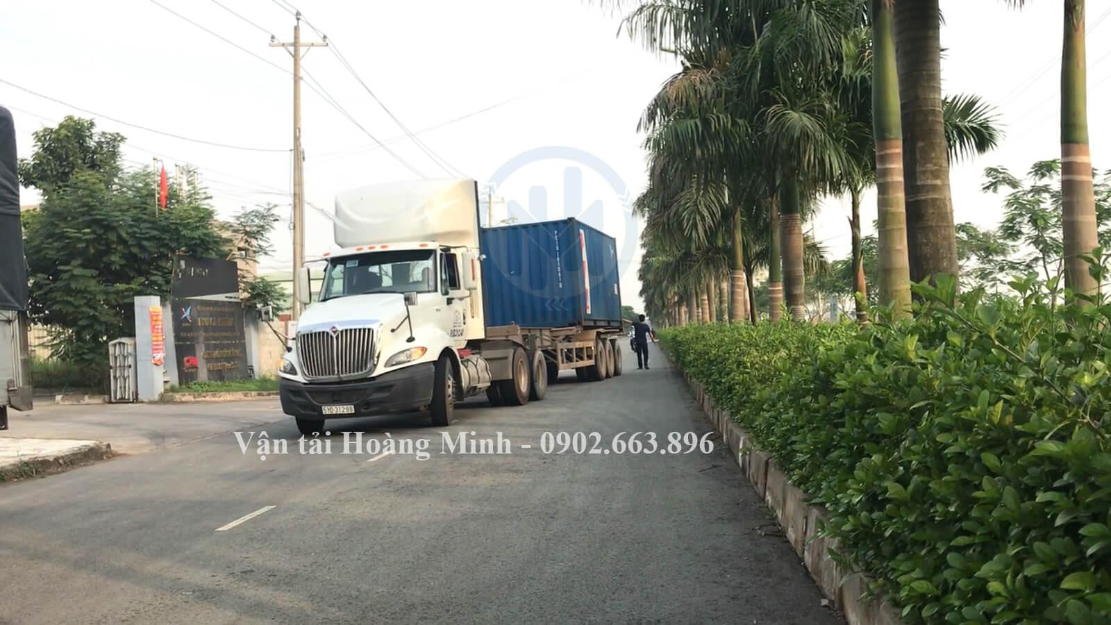 vận chuyển hàng hoá bằng xe đầu kéo container