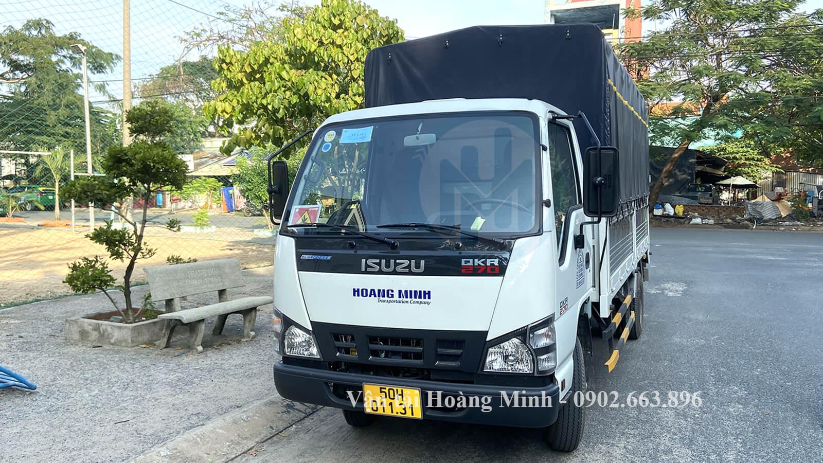 Xe tải nhỏ chở hàng chành trong thành phố