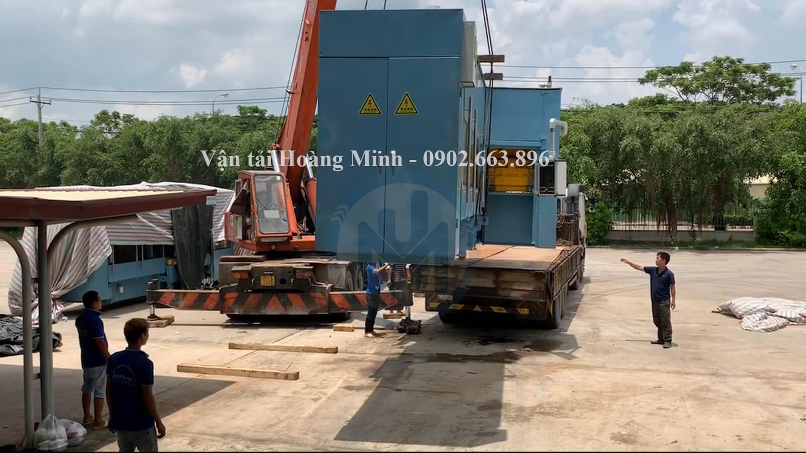 xe cẩu nâng hạ máy móc công nghiệp có trọng lượng lớn